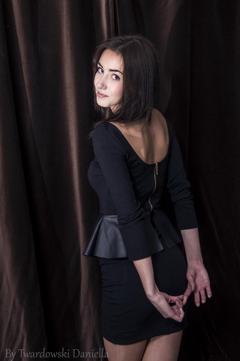 фотосессия Кристины на темном фоне